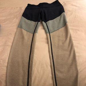 Outdoor Voices color block 7/8 legnth legging